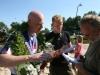 Henk Schievink Fries kampioen fierljeppen, Winsum -  Gerard Bos, sportjournalist, Friesch Dagblad